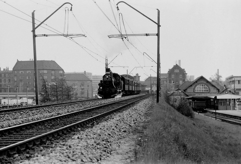 http://www.mjk-h0.dk/evp_DSB-Div/208-D%20826_Noerrebro.1976.-c-Per_B.Pedersen.jpg