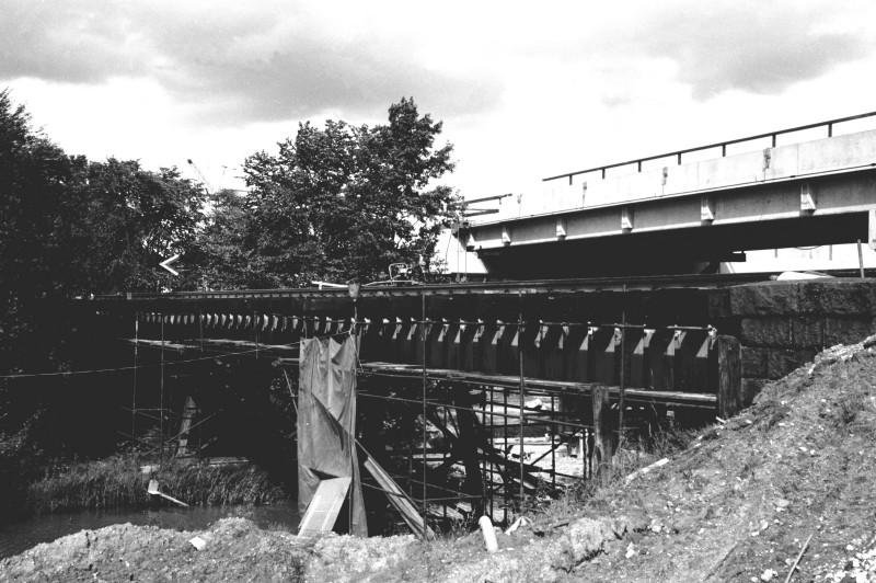 http://www.mjk-h0.dk/evp_DSB-Div/43-483.II.16.Den_gl.bro_og_motorv.broen.Mod_Fm.Aug.1973.jpg