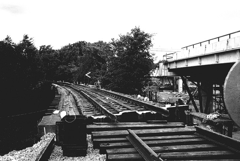 http://www.mjk-h0.dk/evp_DSB-Div/44-483.II.18.Den_gl.bro-nyt_spor.Mod_Fm.Aug.1973.jpg