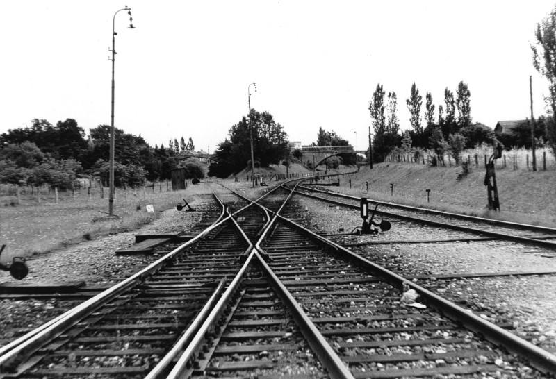 12834-Midtsj.banen,tv. Frederikssundbanen,th.Set mod Koebenhavn.11.juni 1961..jpg (800×546)