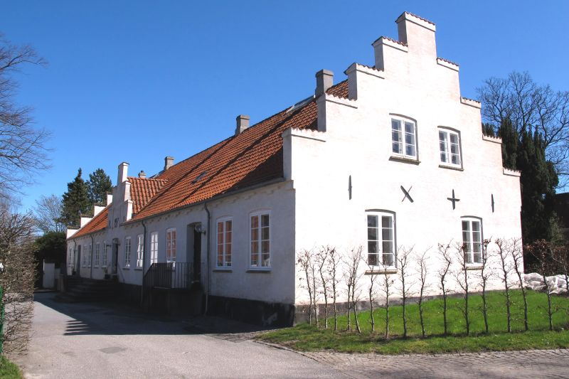 12984-IMG_0064.Praestegaard.Gladsaxe kirke.20.4.2016..JPG (800×533)