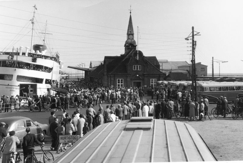 12993-Roenne havn,1958.Foto.Aage Olsen.Ark.Foreningen DBJ.151.jpg (800×539)