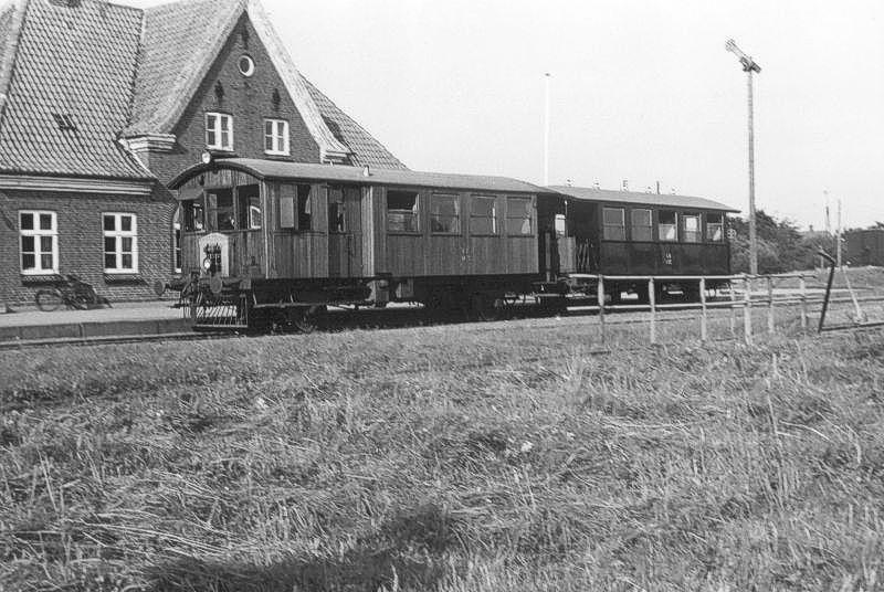 http://www.mjk-h0.dk/evp_Df/6515-LB.Bagenkop.2.9.1962.Foto.J.Henneke.jpg