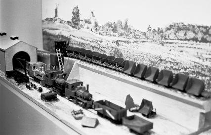 http://www.mjk-h0.dk/evp_Div/68.iii.25..smalspor-udstilling.koebenhavn_h.juli-aug.1959.jpg