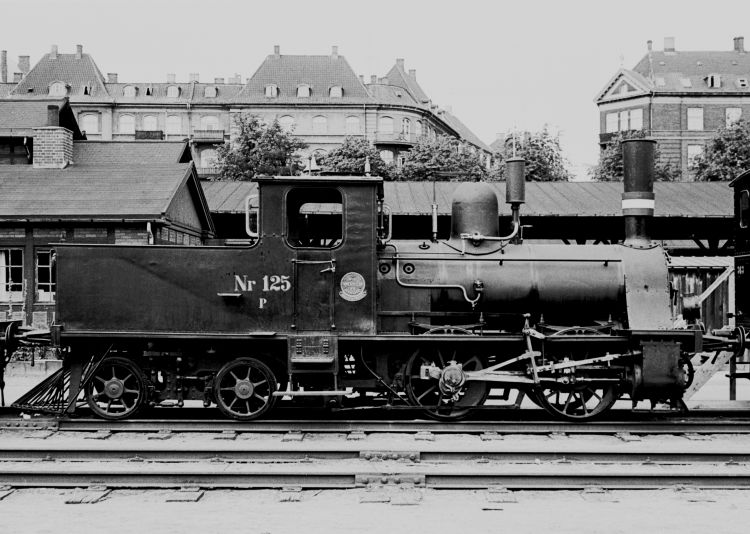 http://www.mjk-h0.dk/evp_Div/71.i.20a.dsb_p_125.oesterport.25.juli_1959.jpg