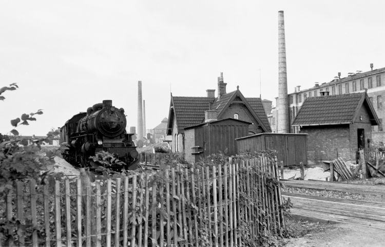 http://www.mjk-h0.dk/evp_Gas/171.i.13.dsb_e_999_v.trekronergade-overkoerslen.sept.1962.jpg