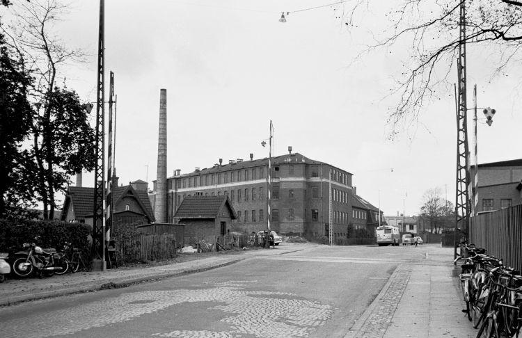 http://www.mjk-h0.dk/evp_Gas/171.i.14.dsb-trekronergade-overkoerslen.sept.1962.jpg