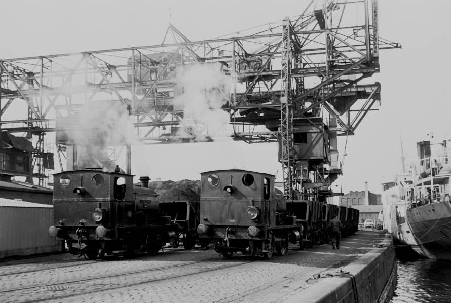 http://www.mjk-h0.dk/evp_Gas/63.ii.14.oestre_gasvaerk_nr.3_og_1.kbh.frihavn.apr.1959.jpg