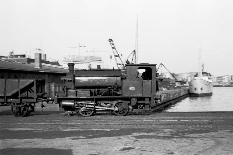 http://www.mjk-h0.dk/evp_Gas/63.ii.19.oestre_gasvaerk_nr.1.kbh.frihavn.apr.1959..jpg