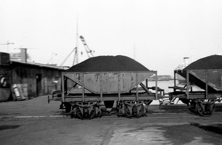 http://www.mjk-h0.dk/evp_Gas/63.iii.20.oestre_gasvaerk.vogn_nr.xx.april_1959.jpg