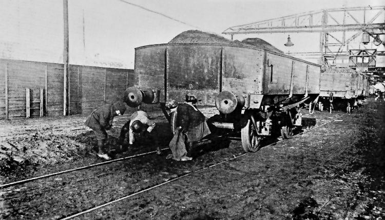 http://www.mjk-h0.dk/evp_Gas/kulsankere.kbh.havn.1917.jpg