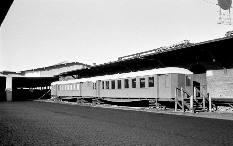 http://www.mjk-h0.dk/evp_Gb/153.ii.04.2_udrang.ml-vogne.pakhusgaden.gb.1957.jpg