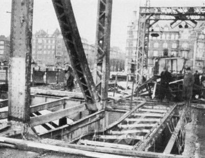 http://www.mjk-h0.dk/evp_Gb/l-langebro_efter_sabotagen_27.3.1945.jpg
