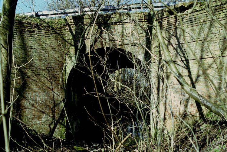 http://www.mjk-h0.dk/evp_Hamm/1171.iv.09.viadukt_v.roeglegd.hamm.tglv.5.4.2002.jpg