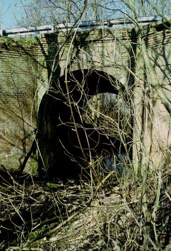 http://www.mjk-h0.dk/evp_Hamm/1171.iv.10.viadukt_v.roeglegd.hamm.tglv.5.4.2002.jpg
