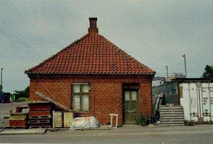 http://www.mjk-h0.dk/evp_Hamm/1180.iv.13.plads_ell.forvalterbygn.hamm.tglv.4.6.2002.jpg