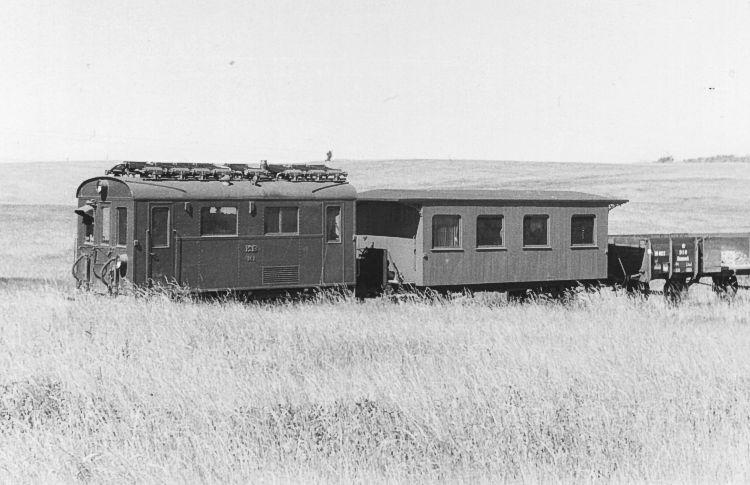 http://www.mjk-h0.dk/evp_KB/kb_m1_med%20ophugn.tog_ml.stivaenge_og_skovhuse.juni_1959.foto.jb-p.jpg
