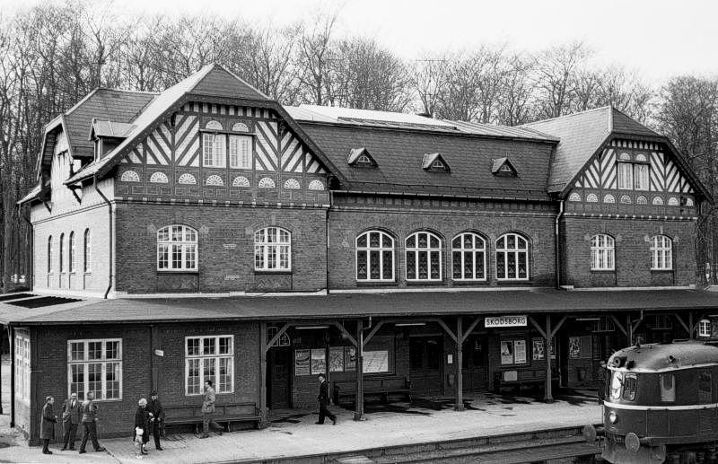 http://www.mjk-h0.dk/evp_Kystb/191.ii.53.mb-lyntog.skodsborg.24.3.1963.jpg