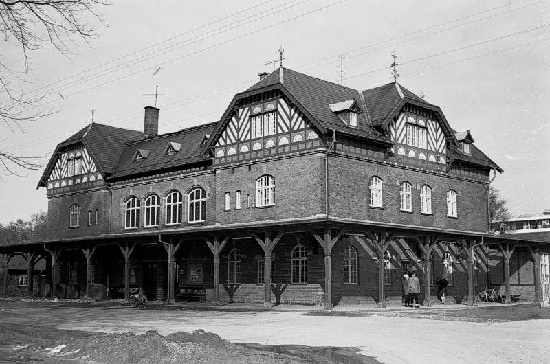 http://www.mjk-h0.dk/evp_Kystb/191.ii.57.skodsborg,vejfacaden.24.3.1963.jpg