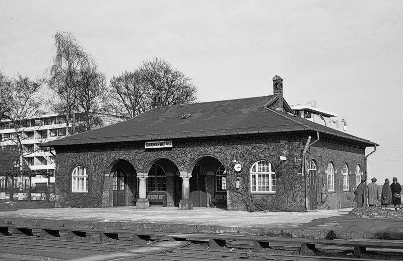 http://www.mjk-h0.dk/evp_Kystb/191.iii.59.skodsborg,oestre_billetkontor.24.3.1963.jpg