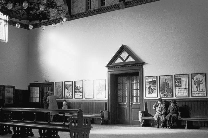 http://www.mjk-h0.dk/evp_Kystb/191.iii.67.skodsborg.interieur.24.3.1963.jpg