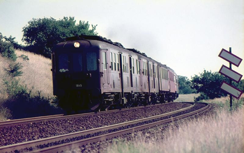 http://www.mjk-h0.dk/evp_Kystb/93-mo1845_og_%20mo1808.nivaa.1976.c.steen_larsen.jpg