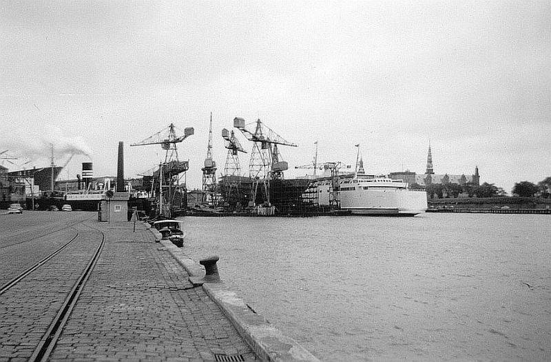 http://www.mjk-h0.dk/evp_Kystb/helsingoer.havnespor_og_vaerft.30.6.1960.niels_munch.jpg