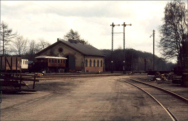 http://www.mjk-h0.dk/evp_Kystb/rungsted_remise.1972.foto.-c-.per%20b.%20pedersen.jpg