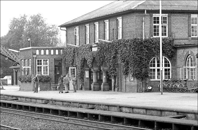 http://www.mjk-h0.dk/evp_Kystb/rungsted_vestre_station.1971.foto.-c-.per%20b.%20pedersen.jpg