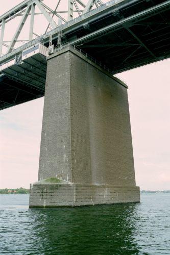 http://www.mjk-h0.dk/evp_Lillebaeltsbroen/1184.14a.lillebaeltsbroen.16.juni%202002.jpg