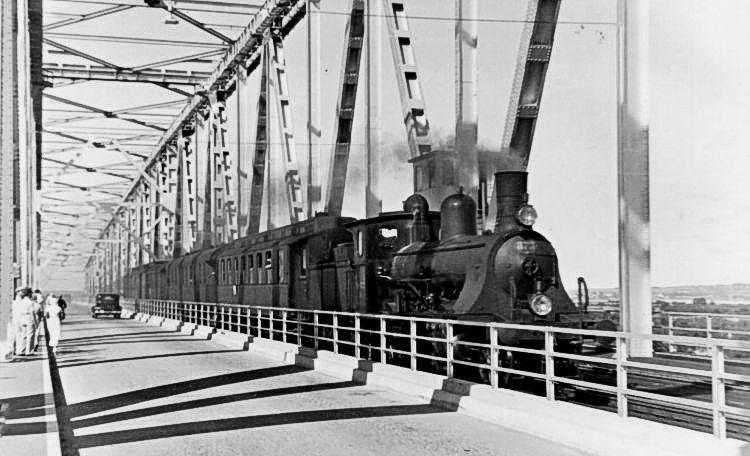 http://www.mjk-h0.dk/evp_Lillebaeltsbroen/dsb_d_873.lillebaeltsbroen.30.6.1935.jst.jpg