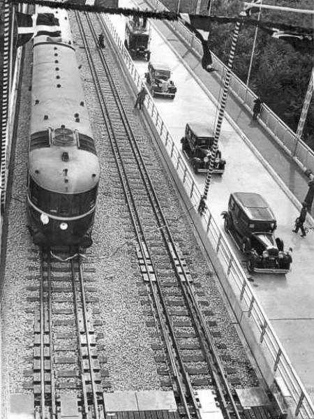 http://www.mjk-h0.dk/evp_Lillebaeltsbroen/lillebaeltsbroen-40..14.5.1935..jpg