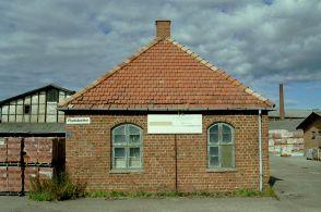 http://www.mjk-h0.dk/evp_Maar/k-1195.x.14.forvalterbygning.maarum_teglvk.15.9.2002.jpg