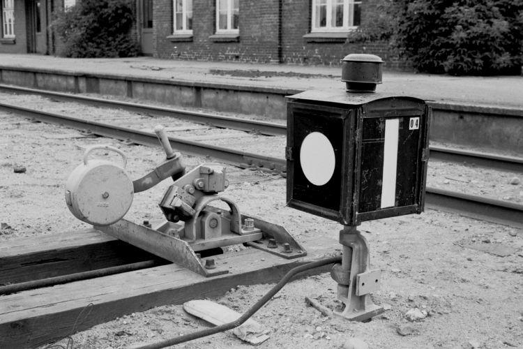 http://www.mjk-h0.dk/evp_Nips/506.i.05a.dsb.sporskiftetraekbuk_og_-lygte.durup_st.12.6.1976..jpg