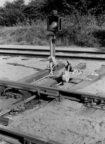 http://www.mjk-h0.dk/evp_Nips/a-519.v.26.dsb.sporskiftelygte,knarreborg.21.8.1977.jpg