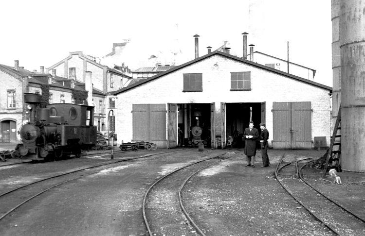 http://www.mjk-h0.dk/evp_Roer/55.i.27.dds.hoejbygaard%20sukkerfbr.okt.1958.jpg