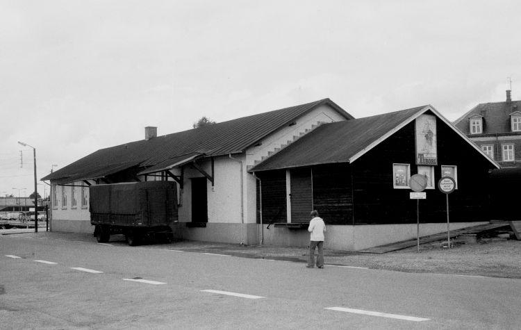 http://www.mjk-h0.dk/evp_SFB/517.iii.14a.varehuset.faaborg.20.8.1977.jpg