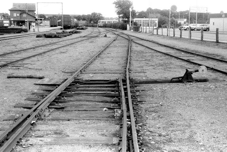 http://www.mjk-h0.dk/evp_SFB/517.iv.22a.faaborg.set_mod_stationen_og_soe.20.8.1977.jpg