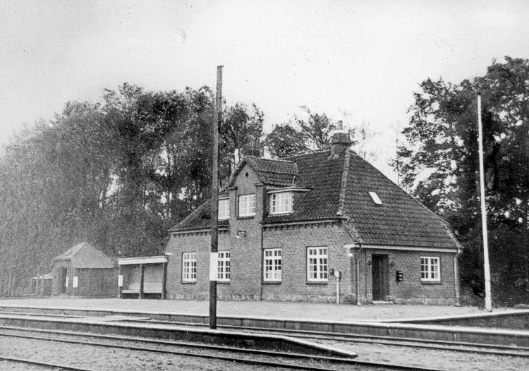 http://www.mjk-h0.dk/evp_SFB/sfb_katteroed_1944.peerthomassen.ark.lv-n.jpg