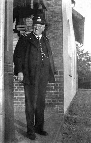 http://www.mjk-h0.dk/evp_SNB/sfj.gudme.stfst.vinkelhorn.1933.fotoandreas_andersen..jpg