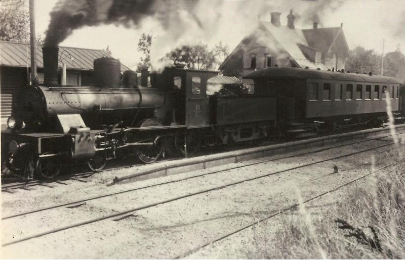 http://www.mjk-h0.dk/evp_SNB/snb_nr.19.vejstrup.slutn.1930-erne.jpg