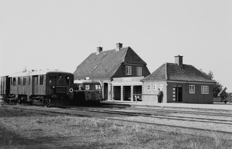 http://www.mjk-h0.dk/evp_SVJ/226a-289.i.89.svj_m2-l66-h45.balling.26.9.1965.jpg