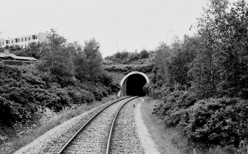 http://www.mjk-h0.dk/evp_SVJ/248-505.iii.15a.dsb.tunnellen_v.skive.12.6.1976.jpg