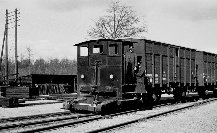 http://www.mjk-h0.dk/evp_So-Ve/20.iii.36.traktor.soroe.april1957.jpg