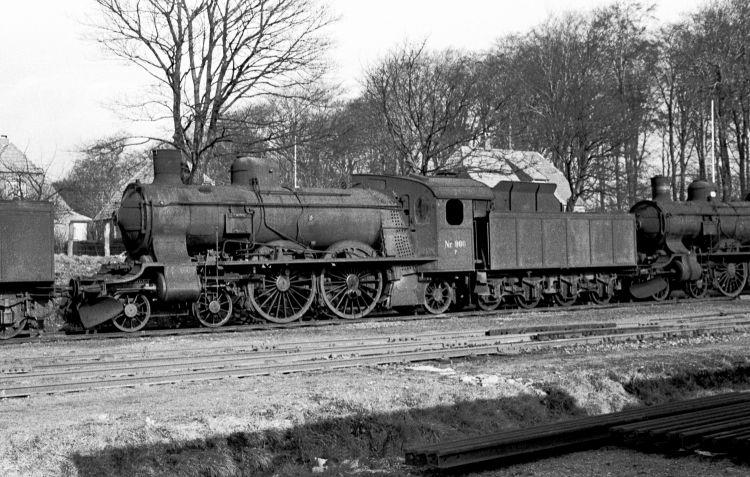 http://www.mjk-h0.dk/evp_Soroe/11.ii.08a.dsb.p_906.soroe.febr.1957.jpg
