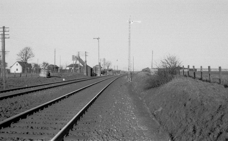 http://www.mjk-h0.dk/evp_Soroe/13.ii.06.mellemblokposten_knudstrup,soroe.marts_1957.jpg
