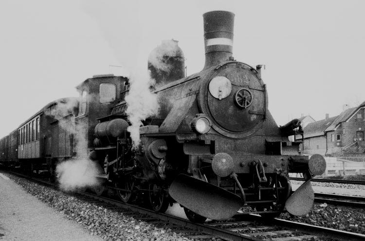 http://www.mjk-h0.dk/evp_Soroe/14.i.22.dsb_k_582.soroe.marts_1957.jpg