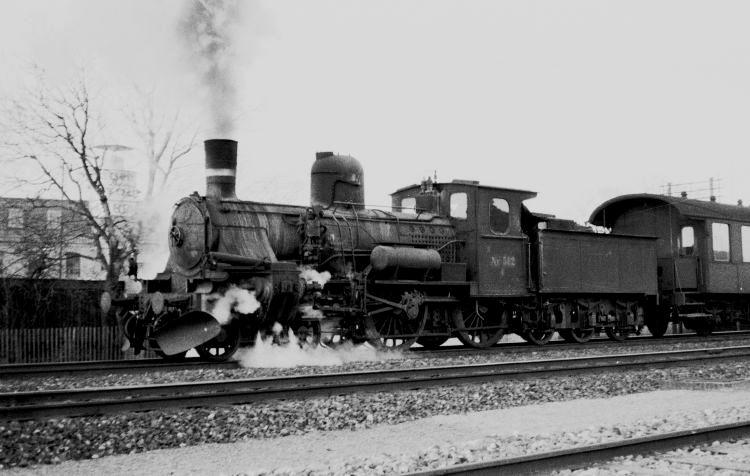 http://www.mjk-h0.dk/evp_Soroe/14.i.23.dsb_k_582.soroe.marts_1957.jpg