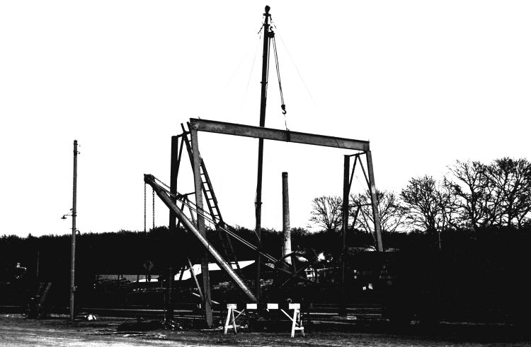 http://www.mjk-h0.dk/evp_Soroe/16.i.23.rejsning_af_ny_kran.soroe.12.3.1957.jpg