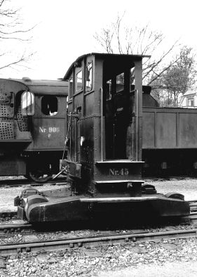 http://www.mjk-h0.dk/evp_Soroe/19.iii.20.traktor_45.soroe.april_1957.jpg